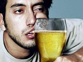 Пивной алкоголизм приводит к