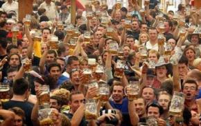 В Іспанії помер чоловік після того, як випив шість літрів пива за 20 хвилин