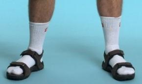 Шкарпетки з сандалями визнали головним модним непорозумінням всіх часів