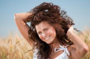 Как уберечь в жару волосы и кожу: советы немецких косметологов