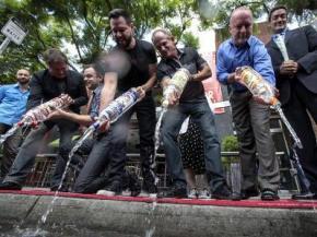 Владельцы нью-йоркских ресторанов объявили бойкот русской водке в знак протеста против ущемления в России прав ЛГБТ-сообщества