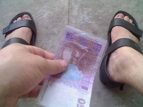 Яка середня зарплата в Україні?