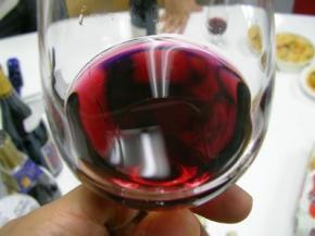 Червоне вино корисне при сидячому способі життя, - вчені
