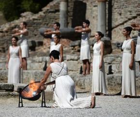 У Греції запалили олімпійський вогонь Сочі-2014