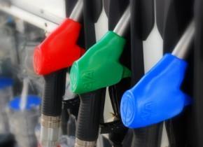 На заправках в Украине продают поддельный бензин