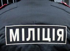 Трое столичных милиционеров кулаками выбивали у 59-летней женщины признание в краже мобильного телефона