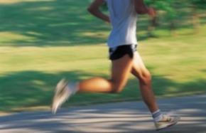 Австралийский марафонец Том Деннисс пробежал вокруг света за 622 дня