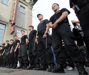 Белорусским милиционерам запретили курить в форме