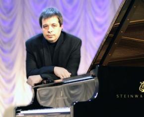 З Одеської філармонії намагалися звільнити знаменитого піаніста Олексія Ботвінова, який не догодив керівництву області