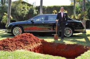 Бізнесмен поховав свій Bentley за $ 450000, щоб кататися на ньому після смерті