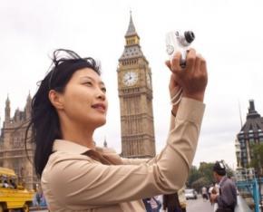Китайським туристам заборонили колупатися у носі в громадських місцях