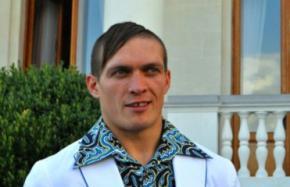 Александр Усик готовится к дебютному поединку на профессиональном ринге