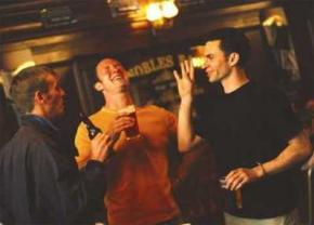 Для счастья мужчины должны встречаться с друзьями дважды в неделю