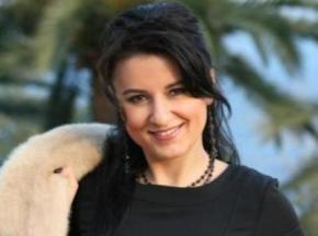 Співачку Катерину Абдулліну відсторонили від участі у виставах
