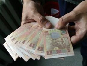 Середня зарплата в Україні знову знизилася