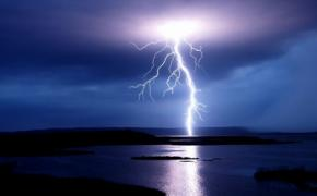 Вчені навчилися передбачати погоду за спалахом блискавок