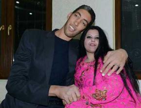 Самый высокий мужчина в мире наконец нашел себе жену