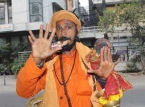 Индус с 12 пальцами мечтает стать суперсекретаршей