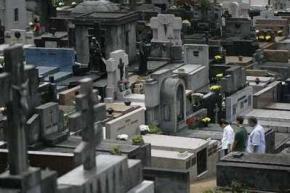 Чоловік 13 років прожив у труні зі своїм мертвим другом