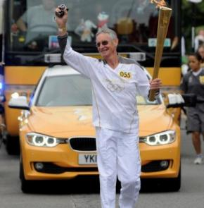 Британка спустя 30 лет опознала своего насильника среди тех, кому доверили нести олимпийский факел