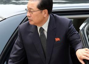 Ким Чен Ын лишил поста своего дядю Чан Сон Тхэка - второго человека в стране