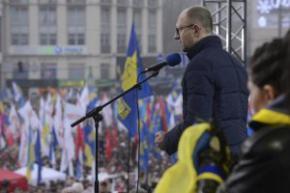 Яценюк призывает жителей всех городов Украины ехать на Майдан