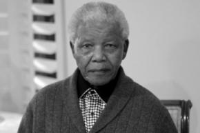 Помер Нельсон Мандела