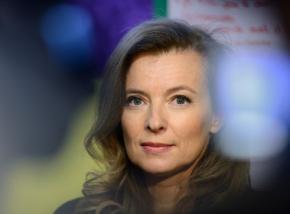 Первая леди Франции попала в больницу после публикации в СМИ об измене мужа