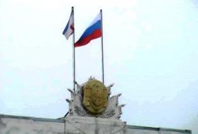 Вооруженные люди захватили здания правительства и парламента Крыма, и вывесили российские флаги
