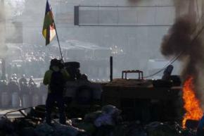 В центрі Києва знову відбуваються масові заворушення - під Радою зіткнення правоохоронців і мітингувальників