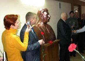 На Волыне - колыбеле украинской культуры и духовенства установили памятник Сталину