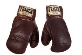 Боксерські рукавички Мохаммеда Алі пішли з молотка за 836,5 тисячі доларів