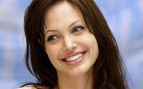 Анджелина Джоли совместно со Стеллой Маккартни выпустят коллекцию детской одежды