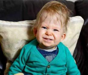 Хлопчик без мозку відсвяткував свій другий день народження