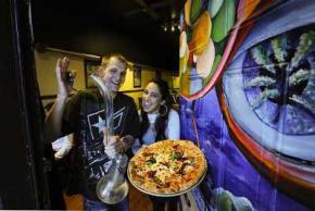 В канадской пиццерии подают пиццу с марихуаной