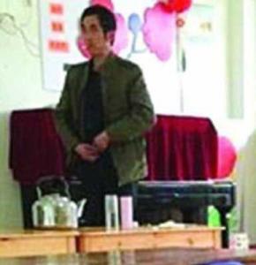 Виховательки дитсадка викрили колегу, який періодично випорожнював сечу в їхній чай