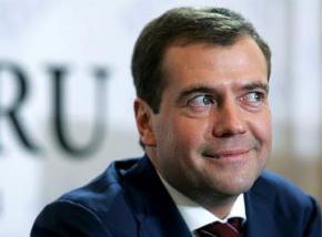 Медведев: Мы медленно, но верно движемся ко второй холодной войне. РФ готовит