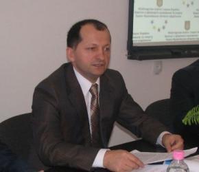 Івано-Франківський обласний чиновник-регіонал відбирає у підлеглих премії та погрожує фізичною розправою