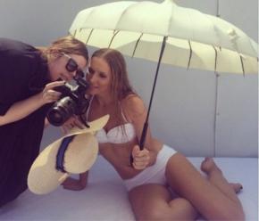 Катя Осадчая показала фигуру в купальнике