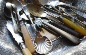 В желудке 52-летней женщины нашли 78 столовых приборов.