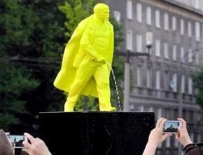 В Польше появился фонтан-памятник - писающий Ленин