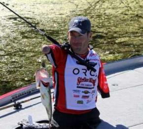 Рыбак из Теннеси доказал: чтобы ловить рыбу, совсем не обязательно иметь руки и ноги