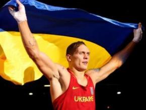 Украинский боксер Александр Усик планирует переезжать в США