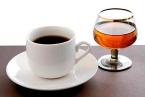 Нельзя употреблять кофе после алкоголя, - ученые