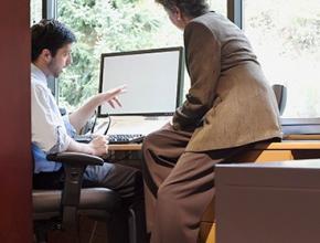 Ученые объяснили любовь топ-менеджеров к социальным сетям