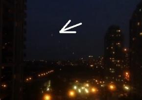 Жители Торонто полчаса наблюдали за летающим по небу НЛО