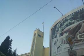 Неизвестный патриот поднял украинский флаг над горсоветом Ялты