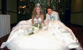 Бред Пітт і Анджеліна Джолі одружилися