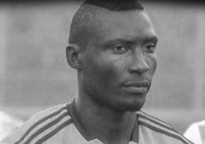 Кинутий з трибуни камінь убив футболіста