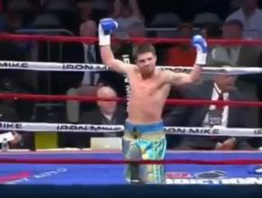 Украинский боксер Евгений Хитров расправился с соперником за 30 секунд